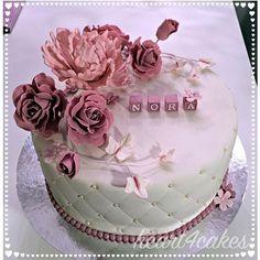 Dåpskake // #christeningcake #baptismcake #dåpskake #kakepynt #cakedecorating #cakedesign #cakeart #sugarcraft #edibleart #peony #sugarpeony #gumpasteflowers #sugarflowers #sugarroses #love #cakecakecake #delgodeminner #slikkepott #sukkerkyss #vinnsøtesaker #barneselskap #lyspunktertilinspirasjon