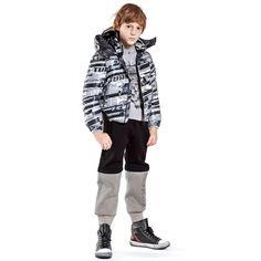 john-galliano-boys-black-grey-trousers-140587-a86a2010967f1e3194114caeab1098231e2a581f-outfit.jpg (1000×1000)
