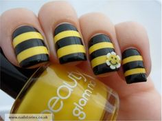 Bumble Bee Nails nails nail black yellow bee pretty nails bumble bee nail ideas nail designs- This will go great for my Halloween costume if I go as a bumble bee. Fancy Nails, Love Nails, How To Do Nails, Pretty Nails, Uk Nails, Sexy Nails, Nail Art Technique, Bumble Bee Nails, Bumble Bees