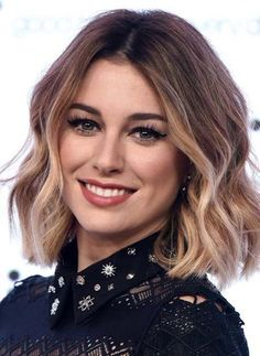 Ideal Bob Hairstyles 2019 You Might Wish to Have This Year. Bob hairstyles 2019 Can Either Be Styled in Diverse Length of Hair. Bob hairstyles 2019 are Equally Stunning for Formal and Casual Events. Short Wavy Hairstyles For Women, Haircuts For Wavy Hair, Short Hair Cuts, Hairstyles 2018, Wedding Hairstyles, Easy Hairstyles, Short Hairstyle, Hairstyle Ideas, Party Hairstyle