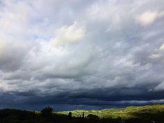 Lumière d'orage  #Clermont #clermontfd #aura_focus_on #igersclermontferrand #myclermont #teamauvergne #teamclermont #myauvergne #auvergnetourisme #auvergne #auvergnerhonealpes #auvergnetourisme #puydedome #auvergne_horizon #couleurs #iphone5s #meteo #ciel