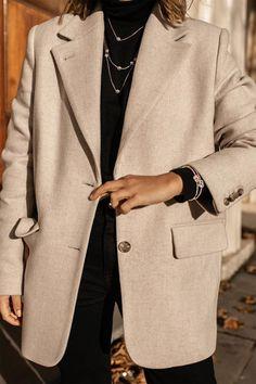 Beige blazer worn with black basics Mode Outfits, Winter Outfits, Fashion Outfits, Womens Fashion, Dress Winter, Fashion Ideas, Blazer Outfits, Casual Outfits, Blazer Dress