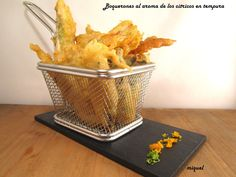 Ingredientes 2-3 personas:   400 gr de boquerones   Ralladura de 1 lima,1 limón, 1 naranja   Aceite de oliva virgen extra   Sal   Harina...