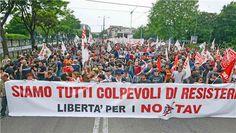 No Tav. Assolti dall'accusa di terrorismo e di possesso di armi  Aula bunker del carcere di Torino. Un'ovazione accoglie la sentenza. L'accusa di terrorismo e di possesso d'armi è infondata. Restano solo i danneggiamenti.
