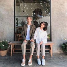 Couple Posing, Couple Shoot, Matching Couple Outfits, Wedding Girl, Korean Couple, Ulzzang Couple, Couple Photography Poses, Couple Aesthetic, Fashion Couple