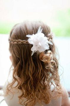 Communion hairstyles for DIY: festive children's hairstyles for girls - Home Little Girl Wedding Hairstyles, Plaits Hairstyles, Simple Wedding Hairstyles, Flower Girl Hairstyles, Trendy Hairstyles, Teenage Hairstyles, Creative Hairstyles, Beautiful Hairstyles, Black Hairstyles