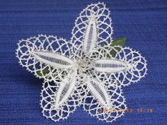 Flor de encaje de bolillos,vale tanto para broche como para adorno en el pelo              Broche lazo de encaje de bolillos               ...