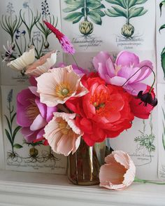 A better shot of the paper flower bouquet. Crepe Paper Flowers Tutorial, Paper Flowers Craft, Giant Paper Flowers, Paper Roses, Flower Crafts, Paper Garlands, Paper Decorations, Cloth Flowers, Faux Flowers