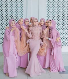 Bridesmaid Poses, Bridesmaid Outfit, Bridesmaids And Groomsmen, Wedding Bridesmaids, Hijab Gown, Hijab Style Dress, Hijab Chic, Muslim Wedding Dresses, Wedding Hijab