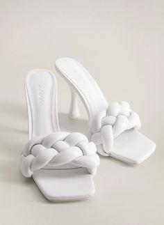 Women's Mules, Mule Sandals, Mules Shoes, Mango Shoes, All Nike Shoes, Braid Designs, Workwear Fashion, Sneaker Heels, Pretty Shoes