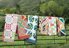 Video tutorial demonstration of the popular Pine Hollow Patchwork Forest improv tree quilt block by Amy Smart of Diary of a Quilter. Amy Smart, Quilt Baby, Flying Geese, Christmas Tree Quilt Block, Baby Quilt Tutorials, Quilting Tutorials, Beginning Quilting, Star Quilt Blocks, Mini Quilts