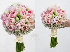 bukiet ślubny z różowych tulipanów