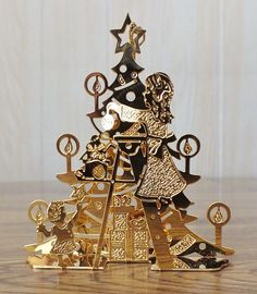 Danbury Mint Gold Christmas Ornament - DECORATING THE TREE - 1991 Very Nice