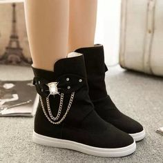- Urban casual sneaker boots for a cool edgy look - Dangling chains on the side for a touch of style - Breathable comfortable upper - Made from canvas - Rubber sole - Available in 3 colors