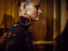 Dans les coulisses du défilé Atelier Versace haute couture automne-hiver 2014-2015 http://www.vogue.fr/mode/inspirations/diaporama/backstage-du-defile-atelier-versace-haute-couture-automne-hiver-2014-2015/19460/image/1028740#!2