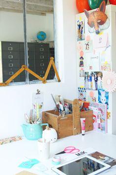 """Carte postale tête de lapin en porcelaine vintage """"Studio jolis mômes"""" (www.studiojolismomes.com) dans le bureau de Pomverte sur Hëllø Blogzine"""