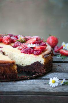 Brownie Käsekuchen mit Himbeeren und Erdbeeren