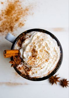 Chai Hot Chocolate made with chai concentrate, steamed milk, and cocoa powder. Think chai latte, but upgraded with chocolate! Hot Chocolate Recipe For Two, Hot Chocolate Recipes, Chocolate Food, Momento Cafe, Cappuccino Pulver, Cafe Rico, Marzipan Creme, Dessert For Two, Autumn Cozy
