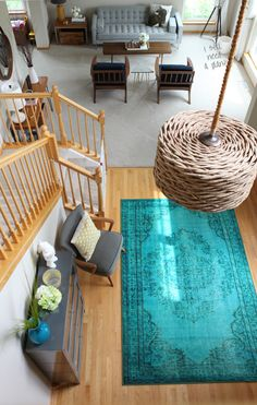 Add a touch of turquoise to the foyer like @houseofhipsters did with this rug. /ES