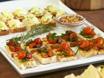 elgourmet.com - Bruschettas mediterráneas y Garganelli con ragout de ojo de bife y queso Sbrinz