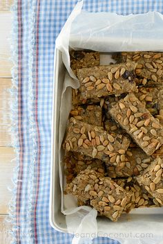 No Bake Oatmeal Breakfast Bars - Two Ways. www.pineappleandcoconut.com MaraNathaFoods Sunflower Butter makes these bars extra good for their #BackToSchool campaign