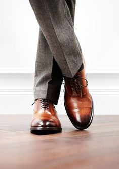 Classy brown men's dress shoes - Click on image to visit www.pooz.com
