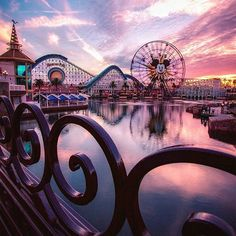 Happy #SunsetSunday! #DisneyCaliforniaAdventure #Disneyland (Photo: @mutiarasmoments)