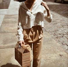 4 Gorgeous Bamboo Bags & Purses You Should Buy For A Boho-Chic Look Street Style Fashion Moda, Look Fashion, Fashion Bags, Autumn Fashion, Look Boho Chic, Casual Chic Style, Boho Chique, Moda Outfits, Look Street Style