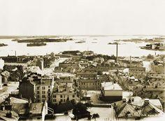 Panoraama Kallion kirkon tornista kaakkoon. Vasemmalta kohti merta kulkeva katu on 5 Linja. Signe Brander 1912.