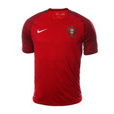 La nueva piel de la selección de Portugal ha salido a la luz en este jersey  Portugal Local 16 de Nike. Tiene un diseño en color rojo con toques ... 0765cf50313cc