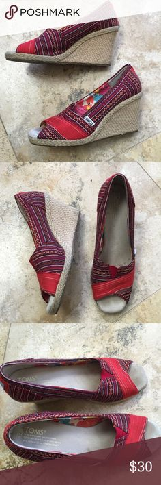 Toms espadrille wedge Very good condition worn a few times a little dirty in back. TOMS Shoes Wedges
