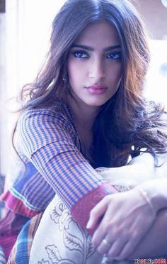 Some Lesser Known Facts About Sonam Kapoor Does Sonam Kapoor smoke? No Does Sonam Kapoor drink alcohol? Yes She was born in Mumbai to a Punjabi father and Indian Celebrities, Bollywood Celebrities, Bollywood Actress, Gorgeous Women, Beautiful People, Beautiful Eyes, Sonam Kapoor Photos, Bollywood Photos, Bollywood Style