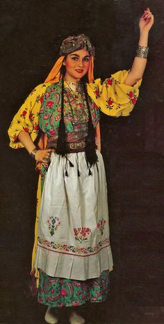 Traditional festive village costume from the Gaziantep province (on the Syrian border). Ethnic Fashion, European Fashion, European Style, Traditional Fashion, Traditional Outfits, Costume Ethnique, Turkey Costume, Empire Ottoman, Turkish Wedding