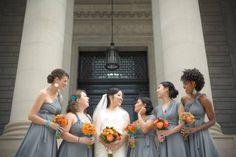 A combinação de duas cores que se complementam, o laranja e o cinza, trazem um lindo equilíbrio!