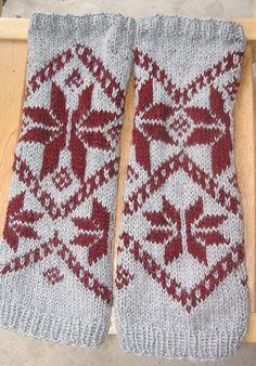 Free Knitting Pattern - Legwarmers: Manresa Legwarmers