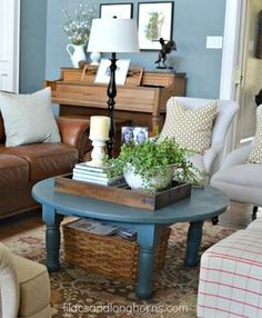 Coffee table painted with Chalk Paint® decorative paint in Aubusson Blue Coffee Table Arrangements, Coffee Table Vignettes, Coffee Table Styling, Decorating Coffee Tables, Tray Styling, Furniture Arrangement, Blue Coffee Tables, Painted Coffee Tables, Round Coffee Table