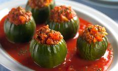 Ingredientes  12 jilós 2 colheres (sopa) de óleo 1 cebola média picada 1 dente de alho picado 100 g de carne moída 3 tomates sem pele e sem semente