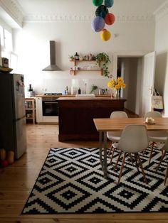 ein bunter belebter wohn essbereich blumen bunte lampen schone teppiche hier ist alles zu finden julia brinckotter home sweet home