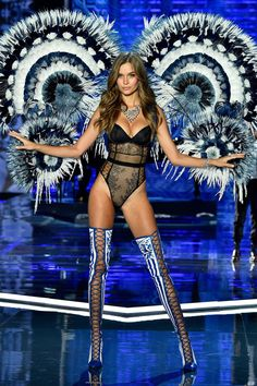 Victoria's Secret Fashion Show 2017: All the catwalk moments - HarpersBAZAARUK