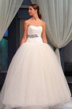 Vera Wang wedding dress from New York City at a price of R14 000. Visit Borrowed Bridal on Facebook for more