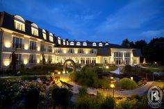 Ogród Rezydencja Luxury Hotel****./ Garden.  #RezydencjaHotel #ogród #garden #green #gardener #growsomethinggreen #hotel #besthotel #Poland #PiekaryŚląskie #night
