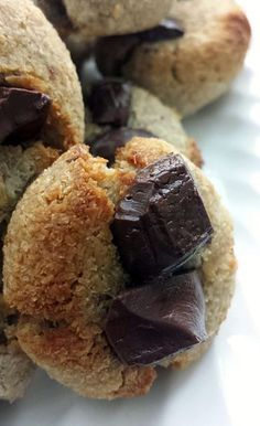 Chocolate cookies with only 3 ingredients {Vegan, gluten-free, paleo, without . No Cook Desserts, Healthy Desserts, Healthy Food, Deutsche Desserts, Paleo Protein Powder, A Food, Food And Drink, Veggie Food, Vegan Kitchen