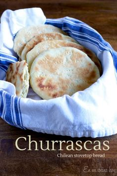 Churrascas - traditional Chilean stovetop bread, inexpensive, simple to prepare and delicious. Latin American Food, Latin Food, Pan Dulce, Chilean Recipes, Chilean Food, Bread Recipes, Cooking Recipes, Salty Foods, Pan Bread