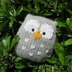 This a simple to knit owl. It is knitted in one piece, and there is no tricky colour-work as the eyes and beak are added after knitting using Swiss Darning (or duplicate stitch) embroidery.
