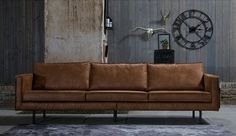 Een mooie en betaalbare leren bank van het merk BePureHome voor in de woonkamer - cognac kleur. Gespot op: www.zook.nl/wonen/9x-leuke-hippe-banken-woonkamer-online