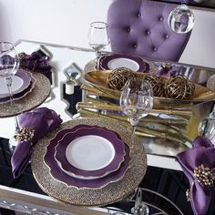 #ShareIG The secret to a stunning tablescape? Meticulous attention to detail & inviting accents.