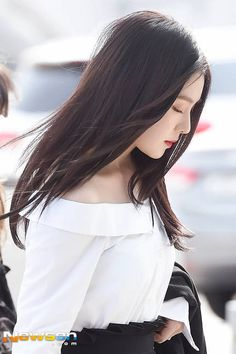 [PHOTO] 170421 Incheon Airport (Departure) - Red Velvet going to Malaysia Seulgi, Beautiful Gorgeous, Beautiful Asian Girls, Korean Beauty, Asian Beauty, Red Velvet Photoshoot, Red Valvet, Rapper, Alternative Makeup
