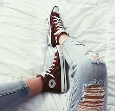 31 Trendy How To Wear Converse High Tops Chuck Taylors Skinny Jeans Sock Shoes, Cute Shoes, Me Too Shoes, Shoe Boots, Trendy Shoes, Casual Shoes, Estilo Converse, Converse Chucks, Maroon Converse Outfit