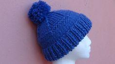 Cappello da donna lavorato a maglia con pon pon