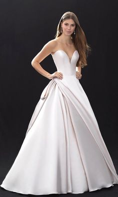 White bride dresses. All brides dream of finding the perfect wedding day, but for this they need the best wedding gown, with the bridesmaid's dresses complimenting the wedding brides dress. These are a few ideas on wedding dresses.